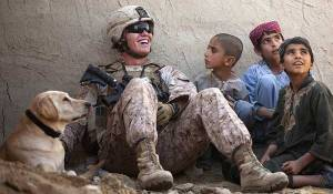 soldier_with_kids_600